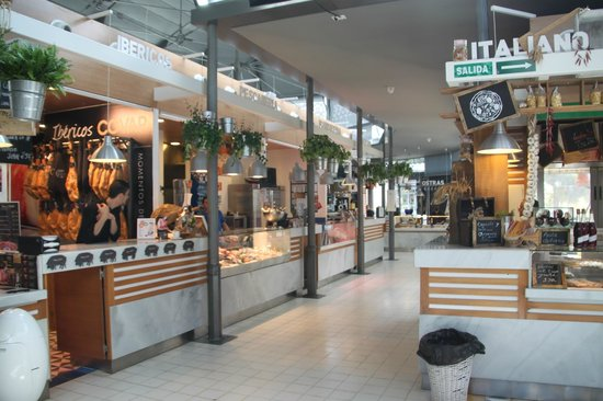 Mercado Victoria: The different food kiosks