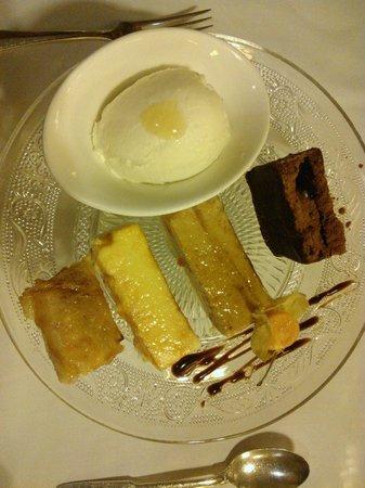 Parador Hostal Dos Reis Catolicos Restaurant: Variado de postres
