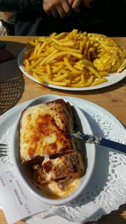 Restaurant Altitude la Toura : omelette/frites et lasagnes