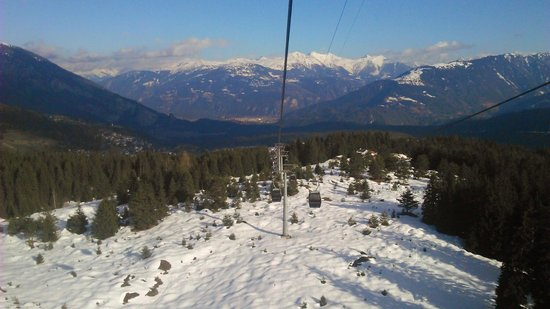 Flims Laax Falera Ski Resort: The cable car from Flims