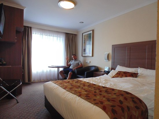 Best Western Plus Garden City Hotel: Nice, bright room