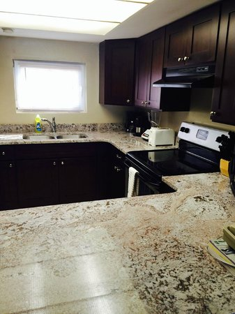 Ocean Reef Yacht Club & Resort : Updated kitchen from another suite