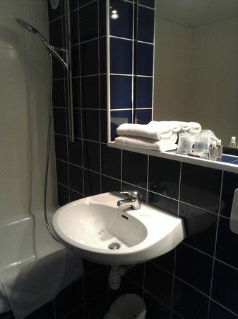 Hotel De La Plage : shower over bath