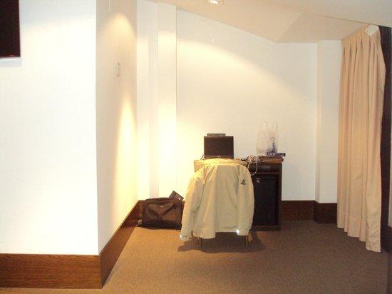 Hotel Domus Plaza Zocodover : Habitación espaciosa