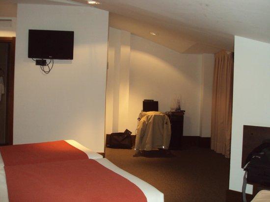 Hotel Domus Plaza Zocodover : Y sillón desde el que ver la tele