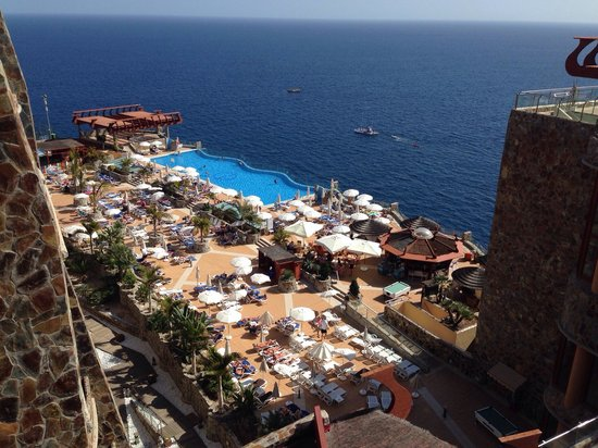 Gloria Palace Amadores Thalasso & Hotel : One of the infinity pool areas