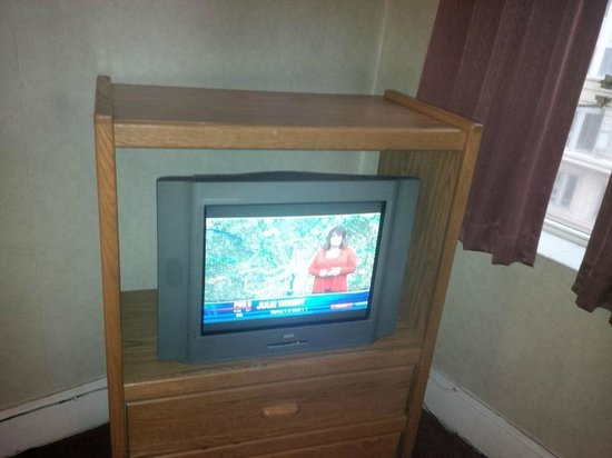 Hotel Harrington: No flat-panel T.V.
