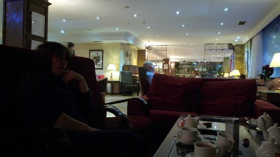 Hotel Princesa Parc: Another large relaxing lounge/ bar area.
