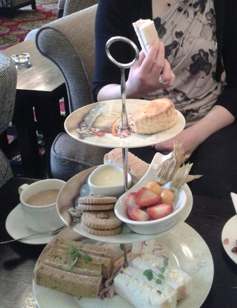 Langtry Manor Hotel: Gluten free afternoon tea with homemade scones and bread. Most delicious!