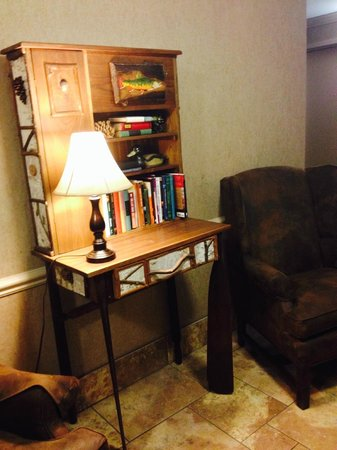 Holiday Inn Asheville - Biltmore East: HI Biltmore East - Lending Library/reading nook