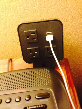 Holiday Inn Asheville - Biltmore East: HI Biltmore East - they get the beside plugs right!