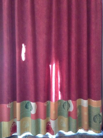 Hotel Tamarindo Diria: curtain looks ok until you close them and realize how see through they are