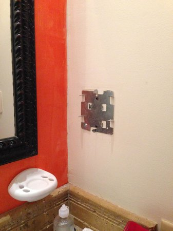 Hotel Tamarindo Diria : unfinished bathroom details