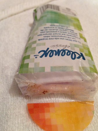 Hotel Tamarindo Diria : 2nd day they gave us some tissue with sticky packaging.