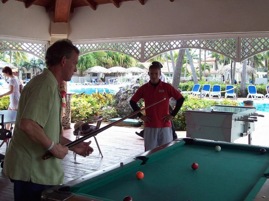 Sol Cayo Guillermo: pool tournament with staff