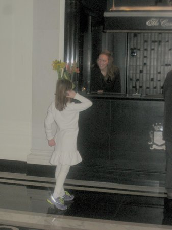 The Carlyle, A Rosewood Hotel: Granddaughter and Stephanie at front desk (A friend)