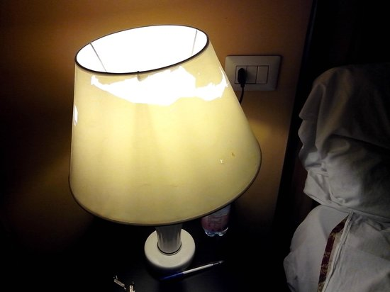 Welcome inn: lamp shade completely broken. Other lamp didn't have a shade.