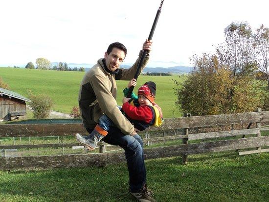 Kinderferienhof Bergblick: unsere Seilbahn auf dem Spielplatz