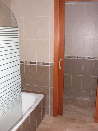 Valencia Central Apartments: bañera con flash