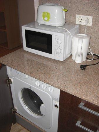 Valencia Central Apartments: horno, lavadora y demas utencilios