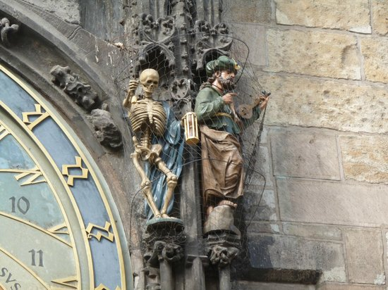 Old Town Hall and Astronomical Clock : Death ringing the bell