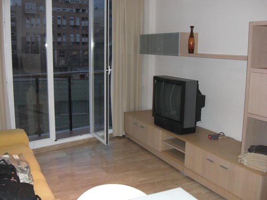 Valencia Central Apartments: television balcon