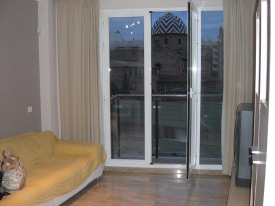 Valencia Central Apartments: balcon e iglesia de tarde