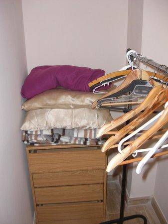 Valencia Central Apartments: perchas y mas mantas por si hacian falta, todo limpio