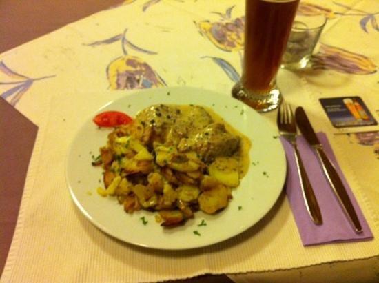 Andreas Stube: Pork tenderloin with cream and peppercorn sauce
