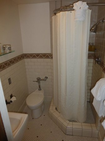 Timberline Lodge: Bathroom - Shower is about 2-1/2' X 2-1/2'