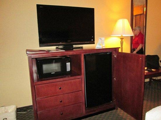 BEST WESTERN PLUS Redondo Beach Inn: tv, microwave, fridge