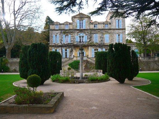 Chateau de Varenne : Chateau from Gardens