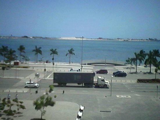 Grande Hotel Universo: Overlooking Luanda's Bay