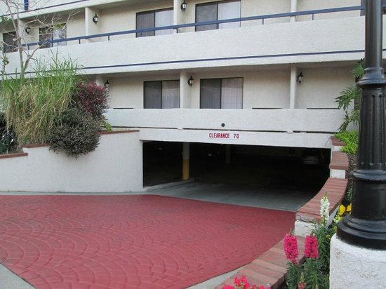 Best Western Plus Redondo Beach Inn: underground parking