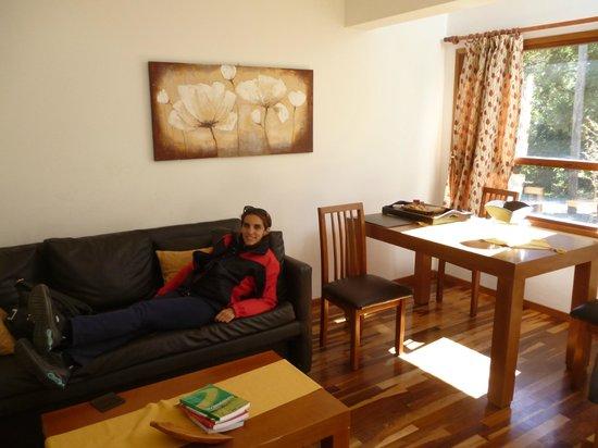 Bosque del Nahuel: Comedor y sala de estar de la cabaña