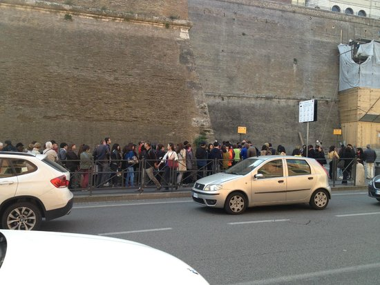 """City Wonders : And more queue, and this was during the """"low"""" season!!!"""