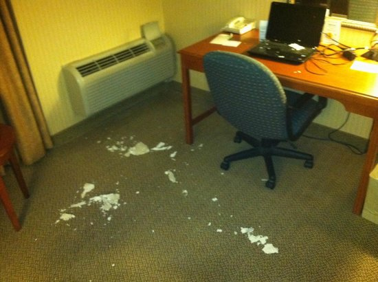Holiday Inn Middletown: mess