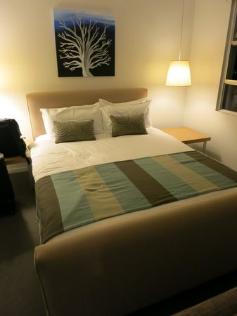 Harbourside Apartments: The bed