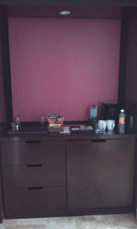 Krystal Grand Punta Cancun: tea/coffeemaker in the clubroom