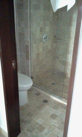 Krystal Grand Punta Cancun: bathroom