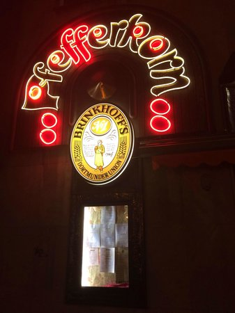 Pfefferkorn: Front of the restaurant with neon sign