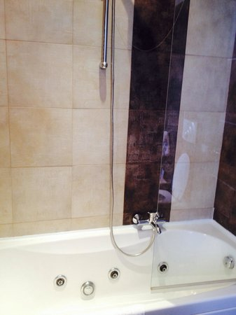 The Style Florence : Vasca idromassaggio con doccia e vetro di protezione
