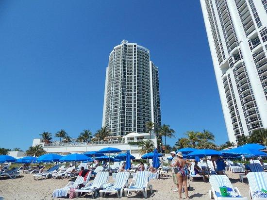 Trump International Beach Resort: View of the hotel