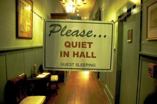 Green House Inn: The evening quiet sign