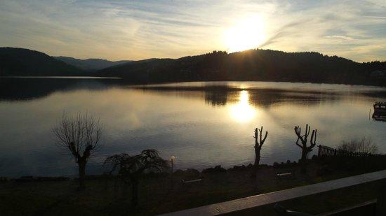 Maritim TitiseeHotel: Sonnenuntergang am Titisee aufgenommen vom Zimmerbalkon