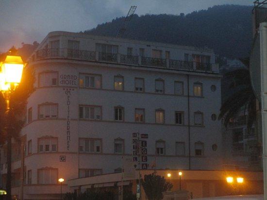 Grand Hotel Mediterranee : vista dall'esterno dell'hotel