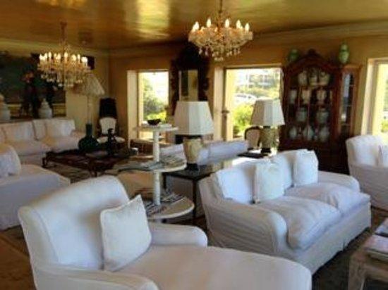 Birkenhead House: lounge