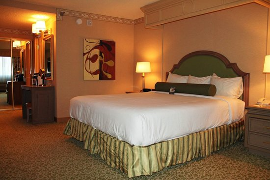 Comfy bed picture of golden nugget hotel las vegas for Comfy hotels resorts