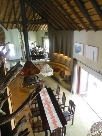 Impodimo Game Lodge: Le grand salon commun