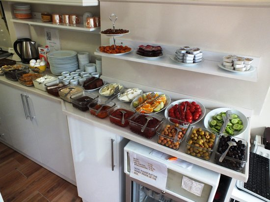 Tulip Guesthouse : Breakfast Counter